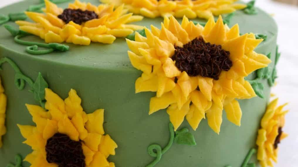 Gorgeous Buttercream Sunflower Cake...