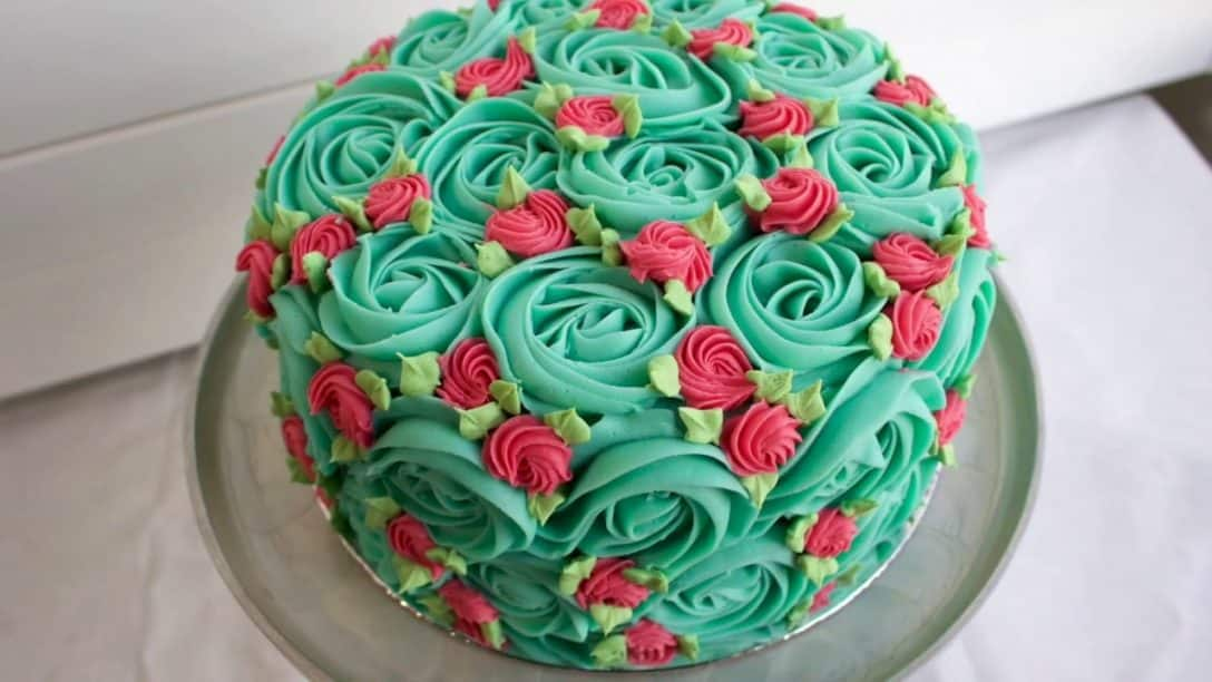 RETRO Rosette Cake - Fun easy piping video