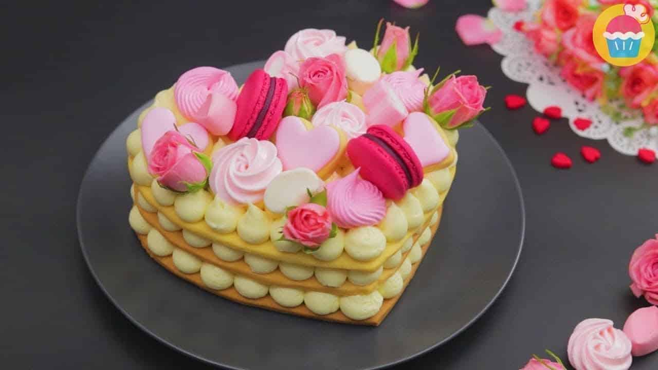 Amazing Cookie & Cream Heart Cake...